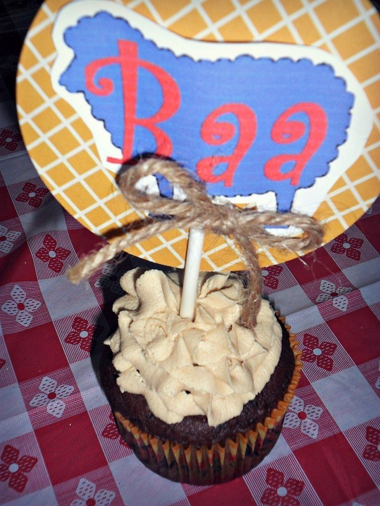 Farm Birthday Party Ideas - Cupcake topper