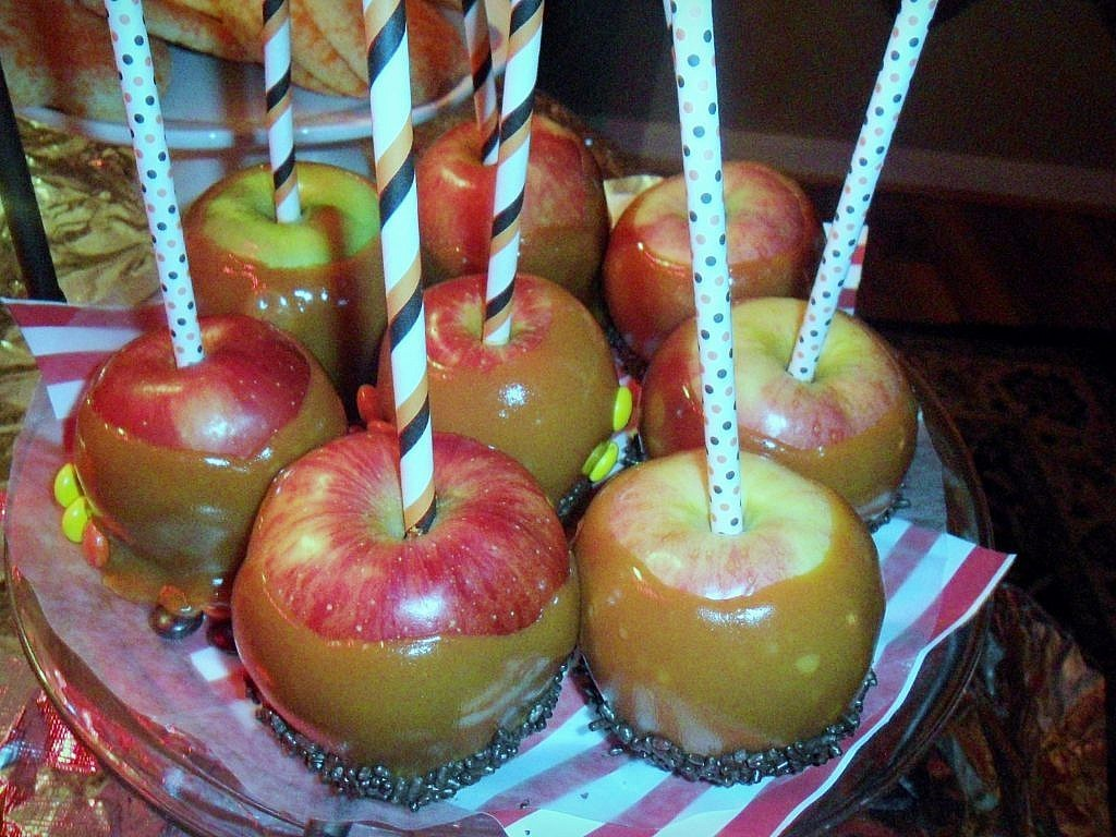 creepy carnival - caramel apples