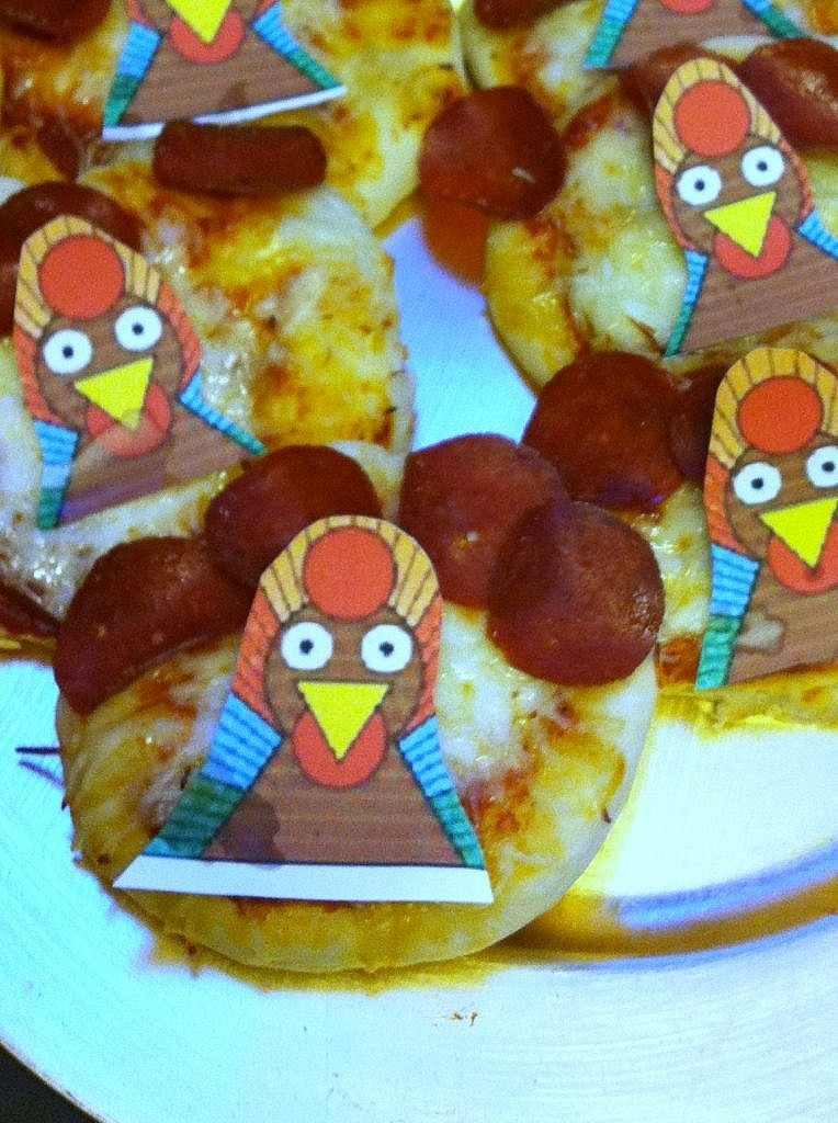 Traditional Thanksgiving - turkey pizza