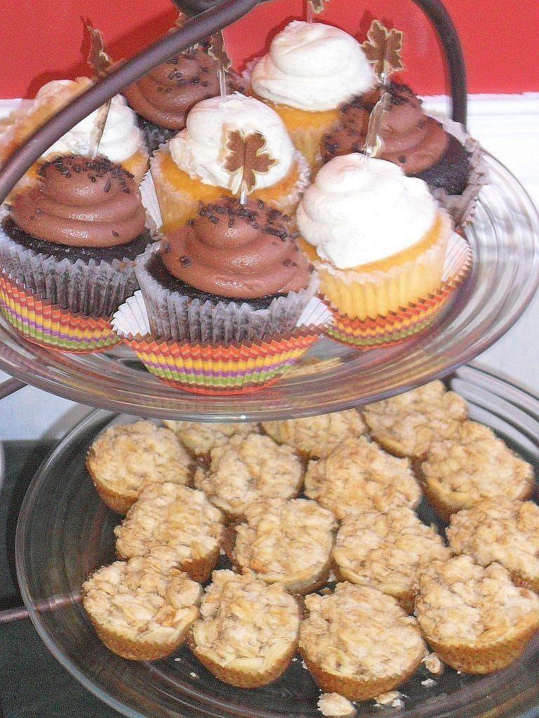 friendsgiving - cupcakes