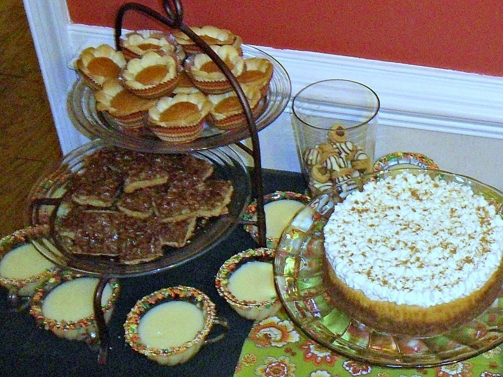 friendsgiving - pie bites cheesecake and pudding cups