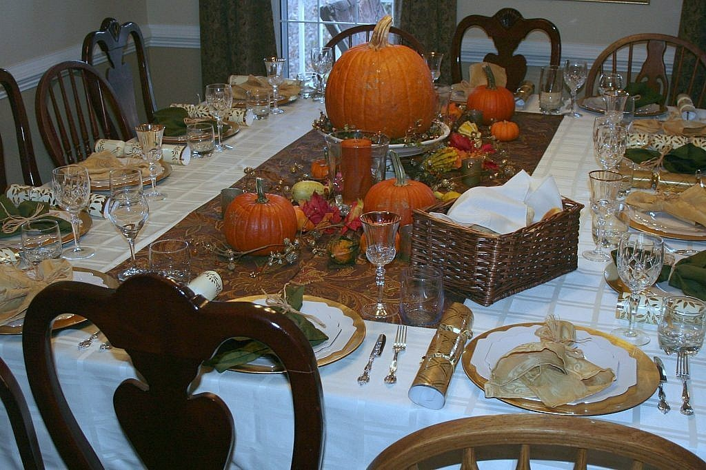 friendsgiving - table decor