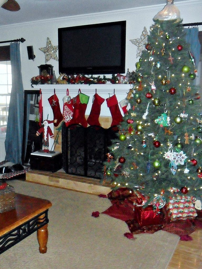 christmas house - living room