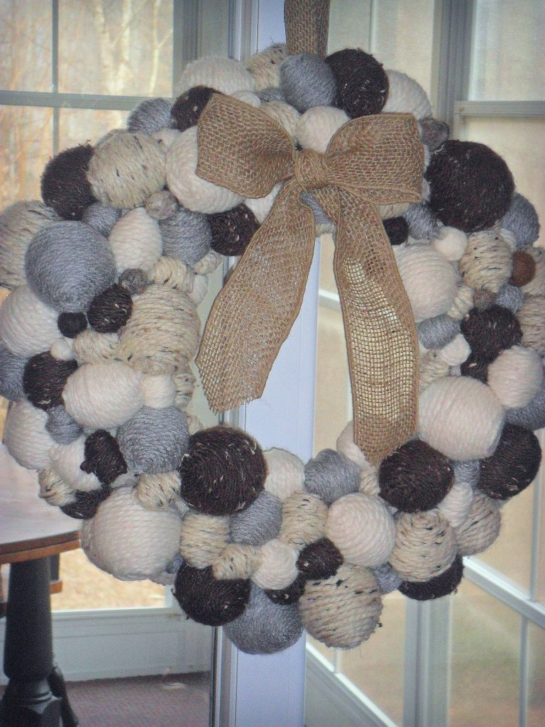 winter wreath-yarn ball
