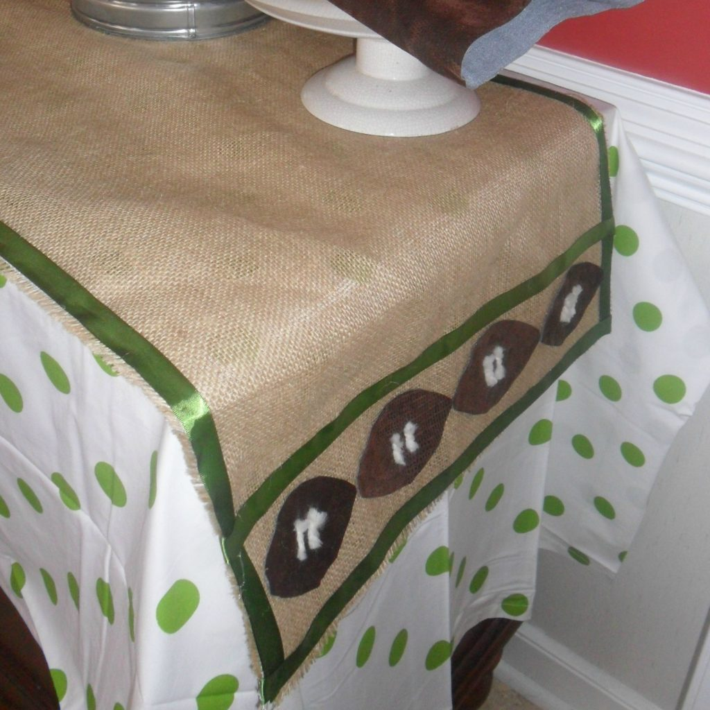 football table runner - feature