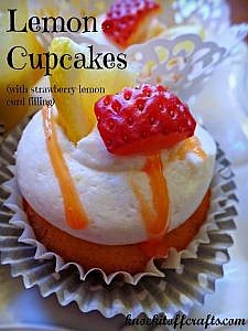 Lemon Cupcake with Strawberry Lemon-Curd - It's like Spring in your mouth!