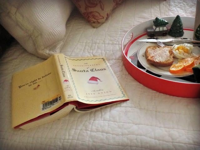 Christmas decor at home - breakfast in bed