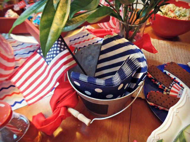 patriotics decorations_placesetting-extranapkins