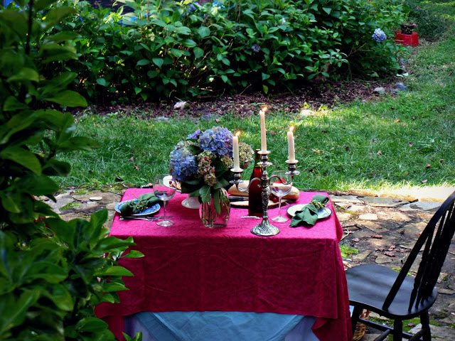 summer alfresco dining table - hidden alfresco table