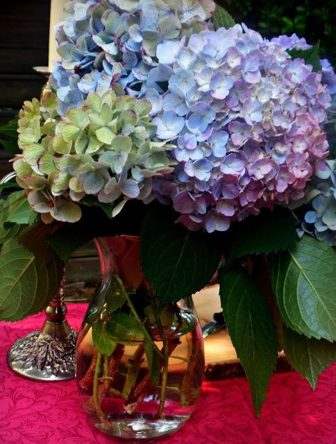 summer alfresco dining table - hydrangea cuttings