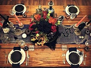 {Non-traditional} Halloween Tablescape