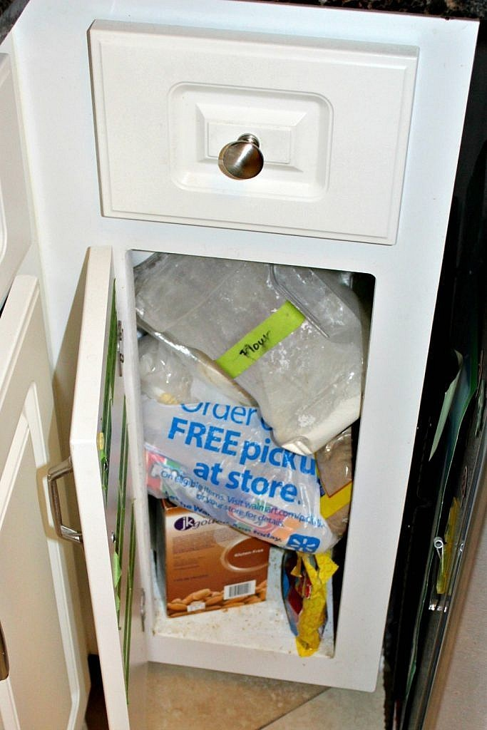 Kitchen pantry organization ideas and DIY labels cut with a Silhouette - more mess