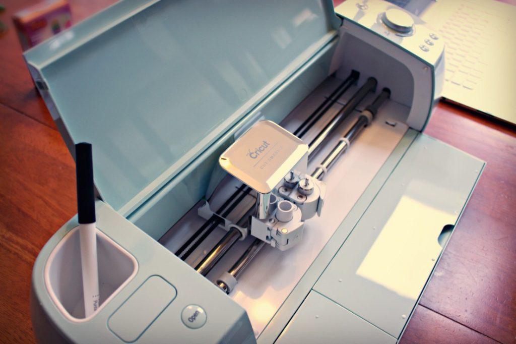 Cricut craft cutting machine knock it off kim for The cricut craft machine