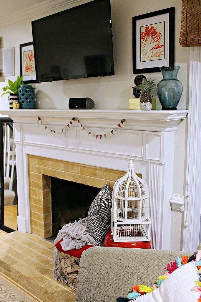 easy summer mantel decor