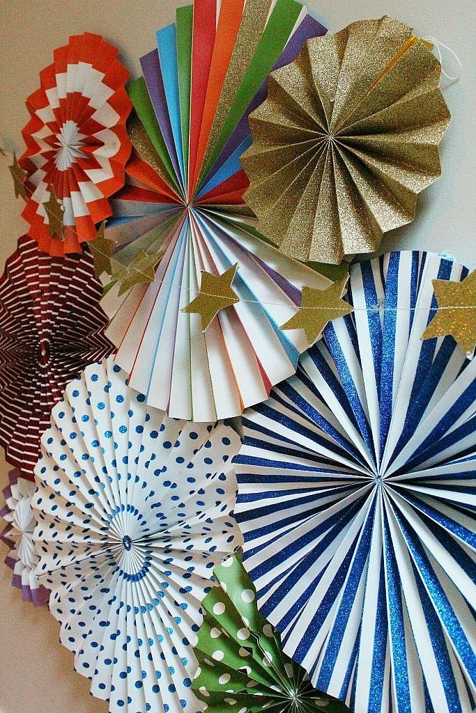 Back to School party table - paper fans