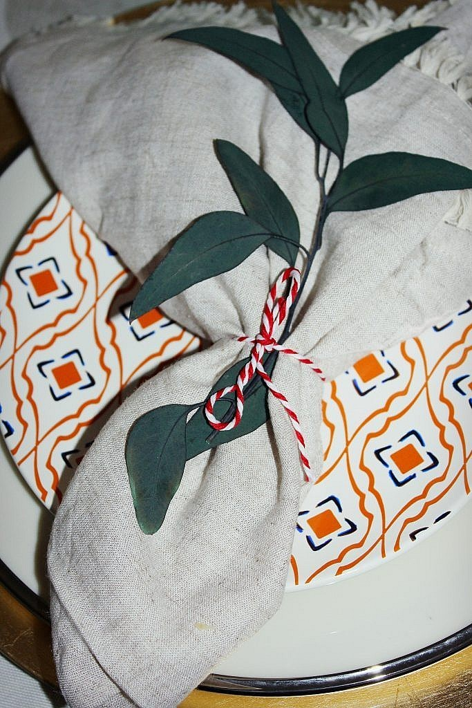 thanksgiving table - napkin with leaf sprig