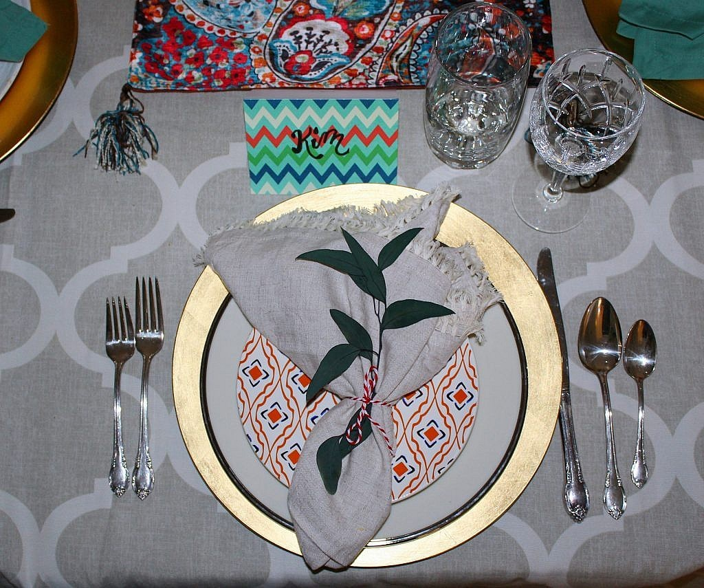 thanksgiving table - plate with charger