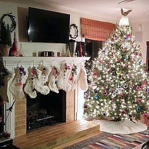 Christmas Fireplace-Feature
