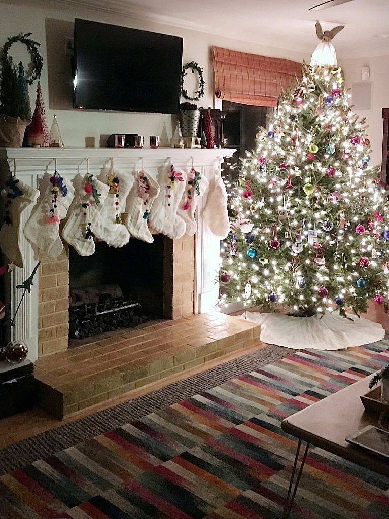 Christmas Fireplace-lit tree