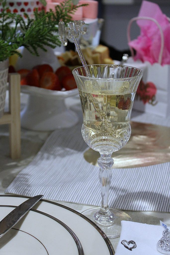 valentine table for two-prosecco