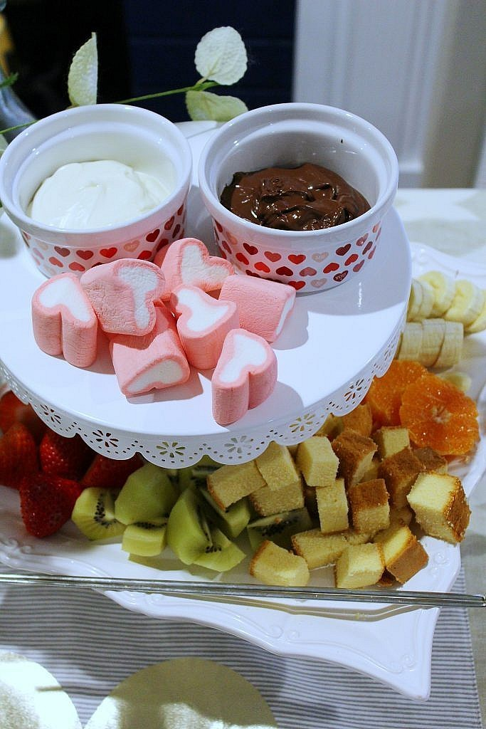 valentines table for two-fondue