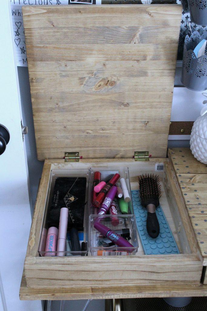 boho bedroom - desk cubby