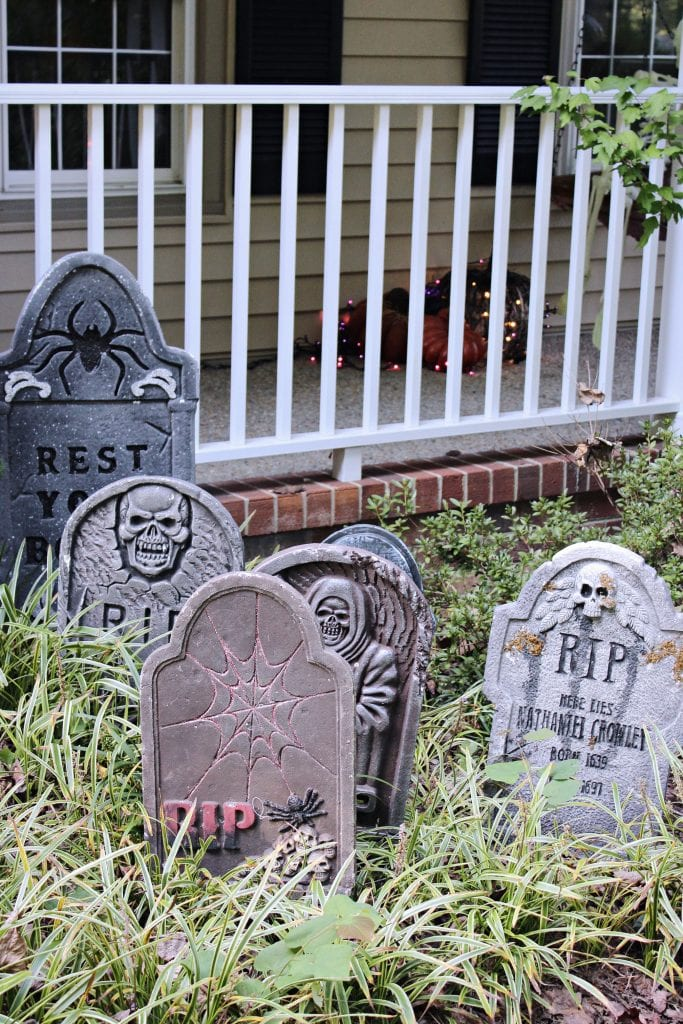 diy Halloween door decoration