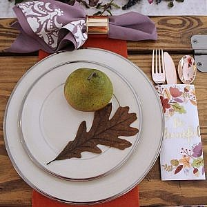 thanksgiving table and no-sew stencil napkins