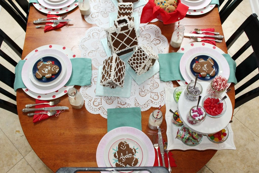 christmas table_easy gingerbread house decorating ideas