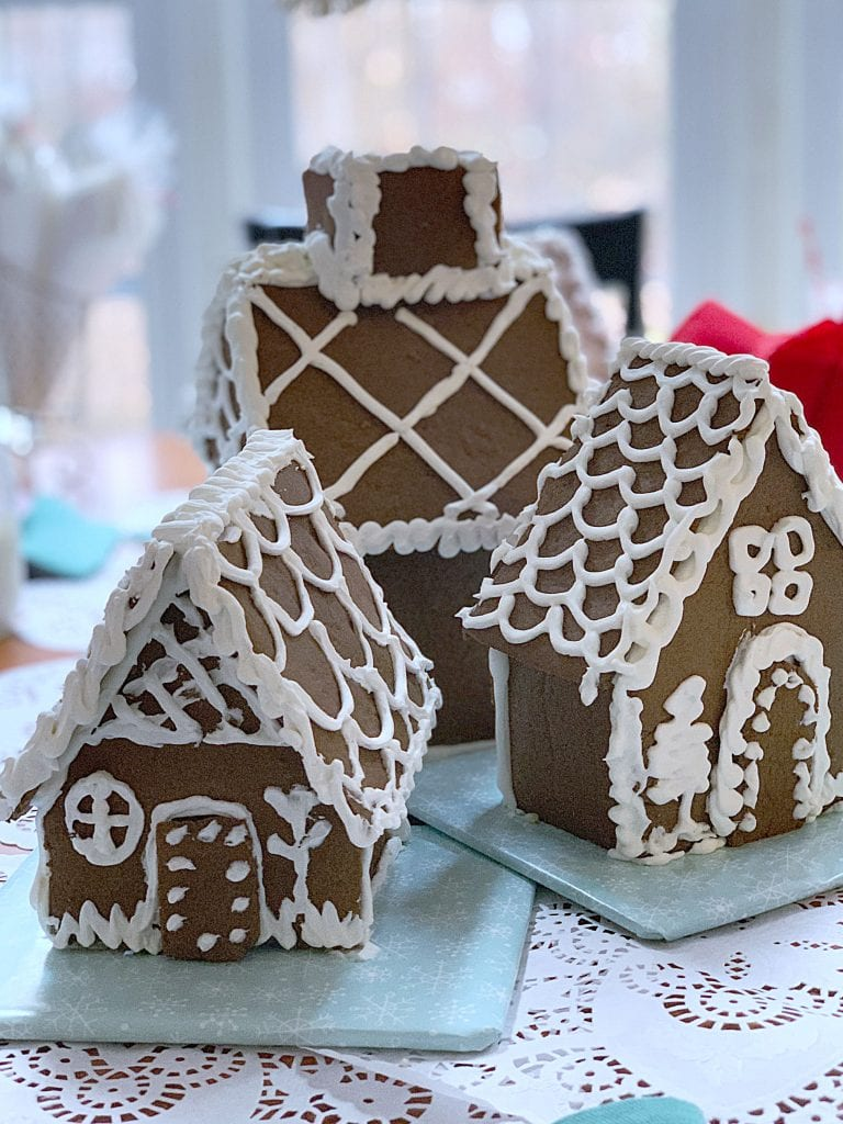 christmas table_gingerbread houses
