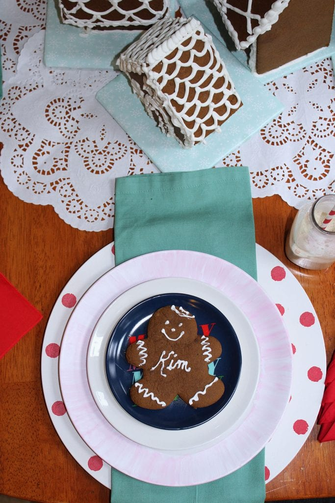 christmas table_gingerbread man decorations