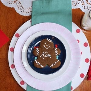 feature_christmas table_gingerbread man decorations