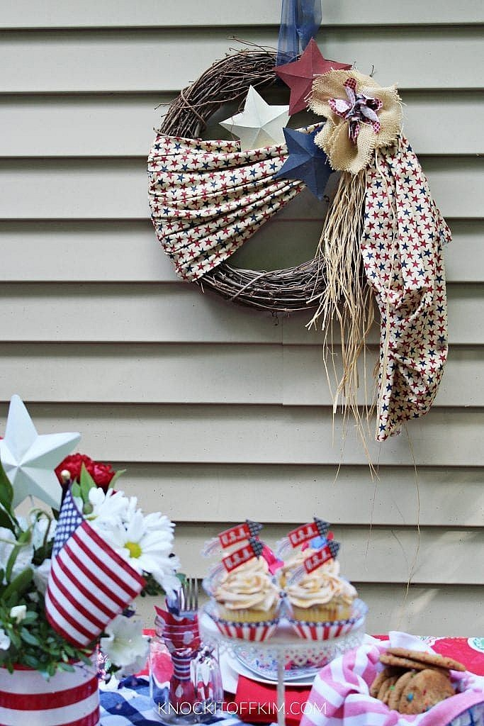 patriotic table setting ideas_WREATH