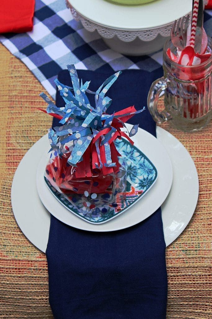 patriotic table setting ideas_plate stack