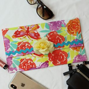 crafts and diy projects - diy clutch bag